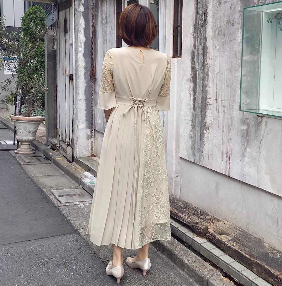 ライトイエローのドレス